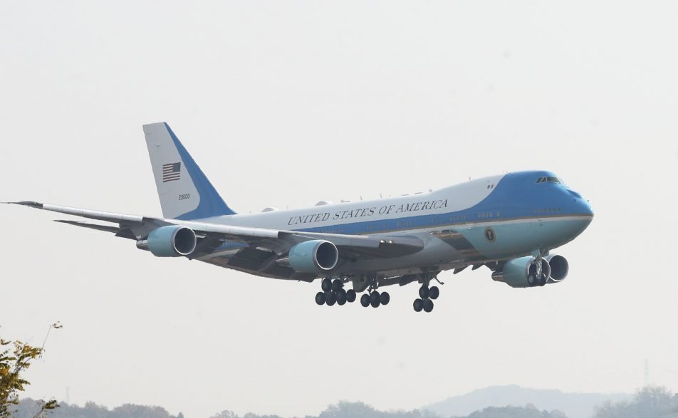 Cambiará Trump los colores del Air Force One